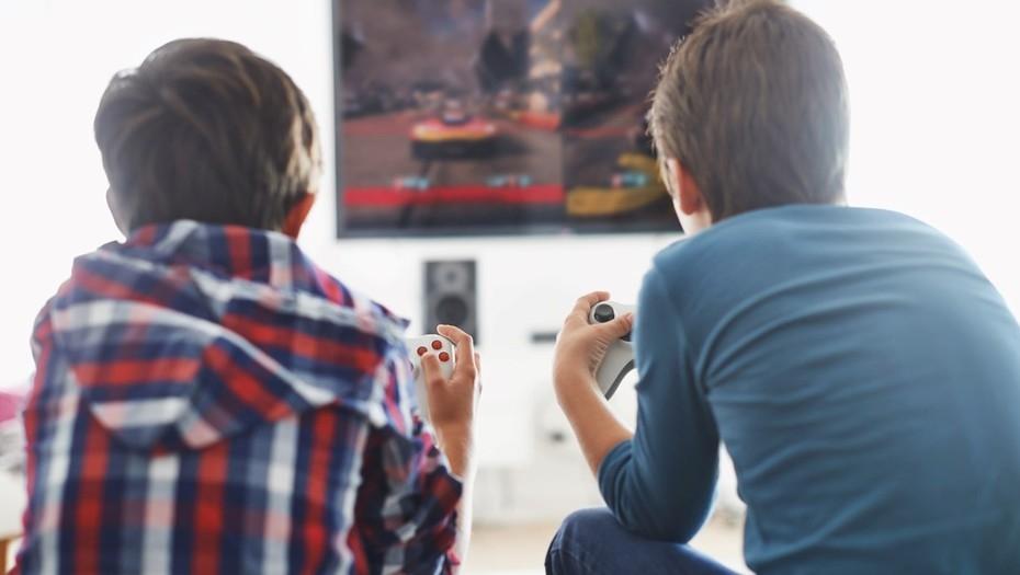 Los chicos que pasan más de dos horas por día frente a las pantallas tienen menor desarrollo cognitivo